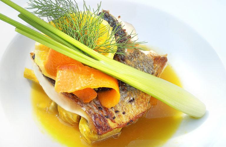 photo culinaire d'une assiette de poisson