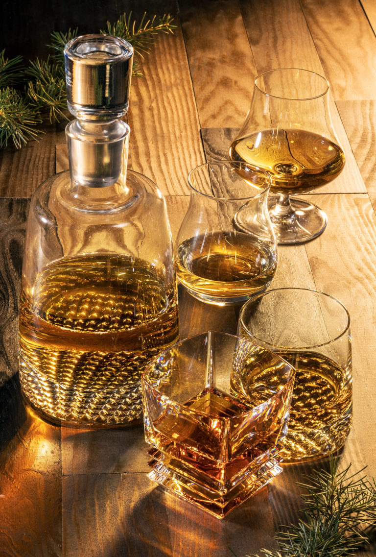 photo verres et carafe à whisky, art de la table