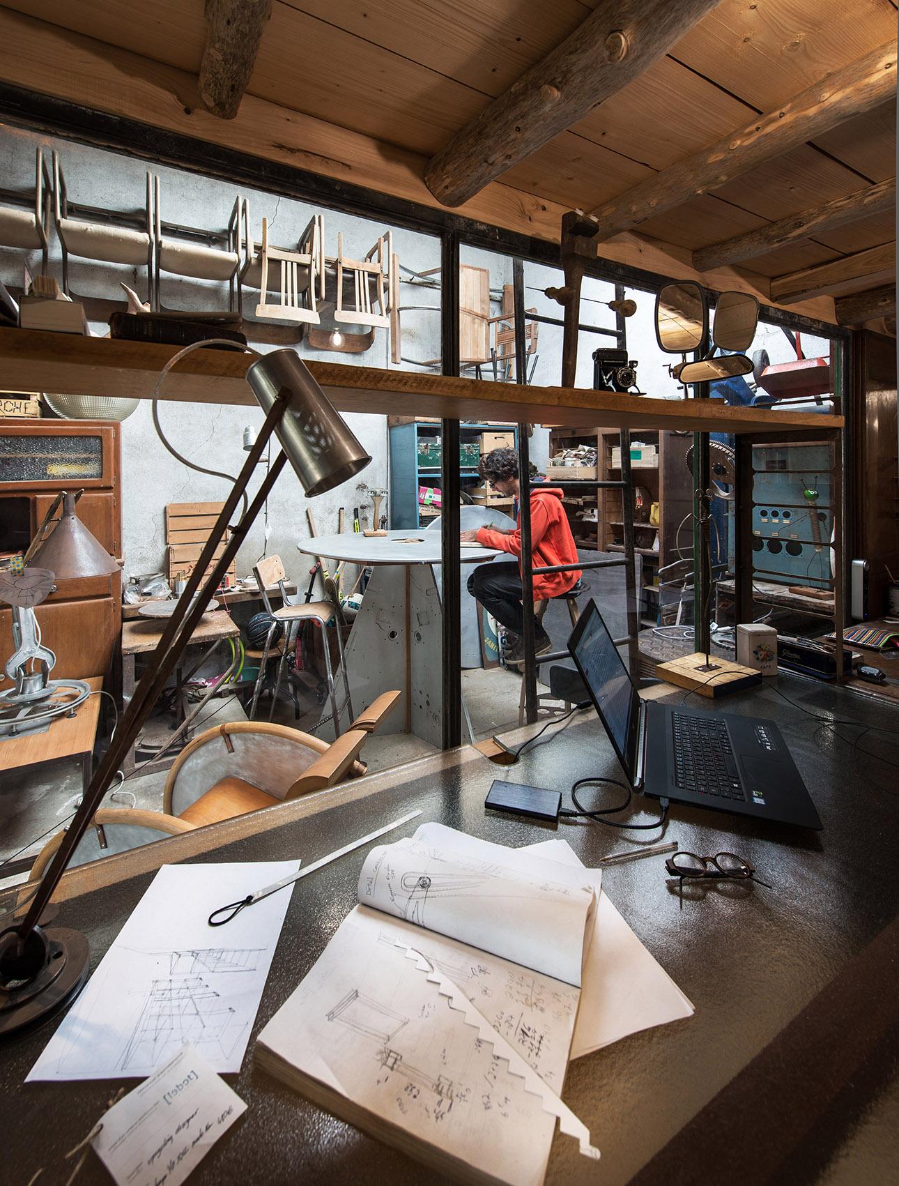 image d'un designer dans son atelier