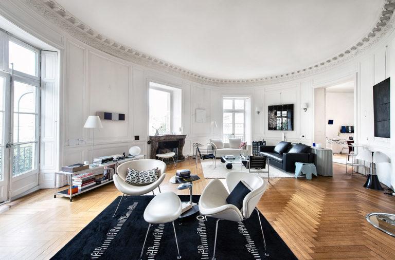 photo intérieure d'un grand salon design