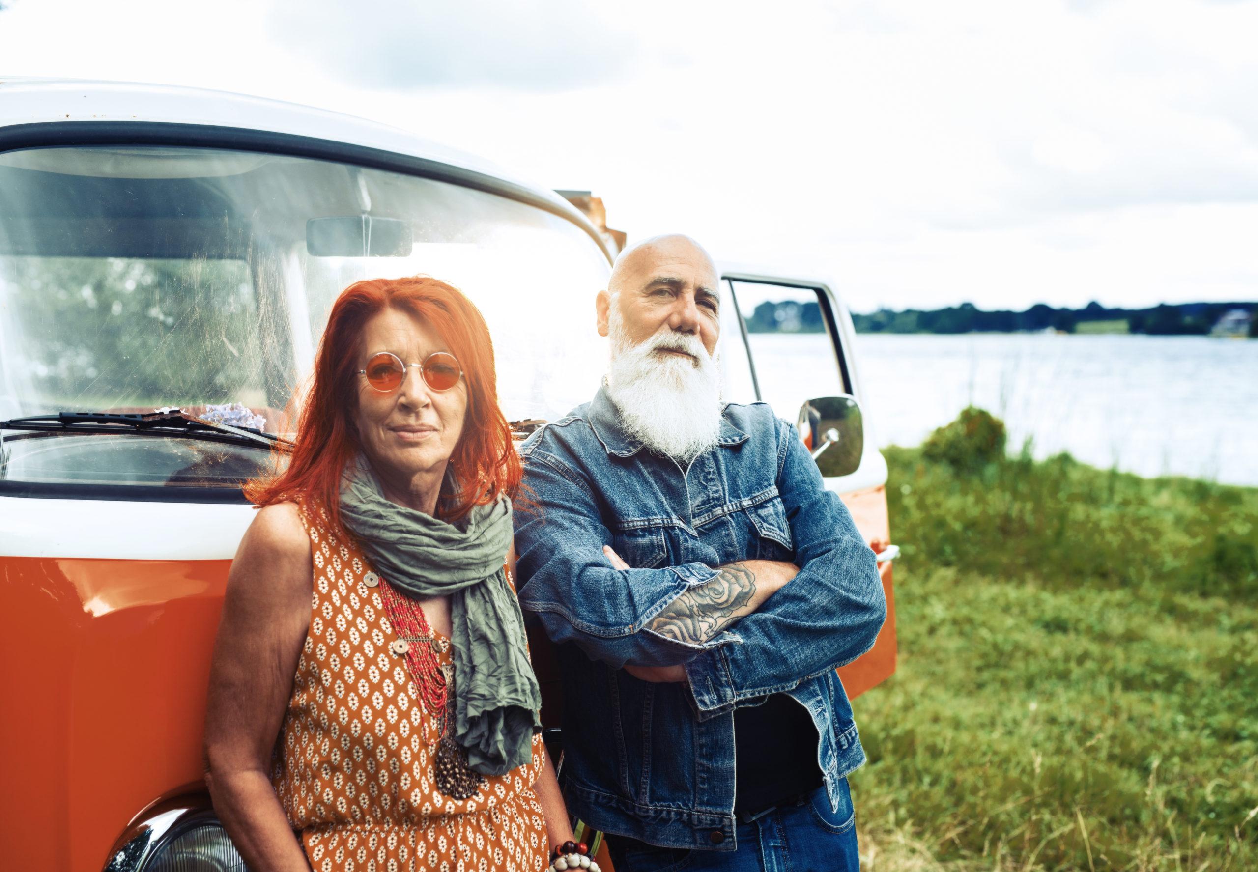 portrait lifestyle d'un couple de séniors vintage