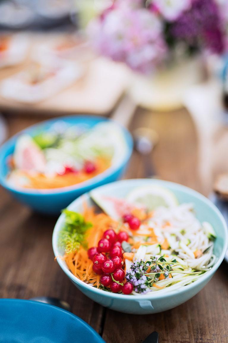 Photo lifestyle culinaire d'une salade printanière