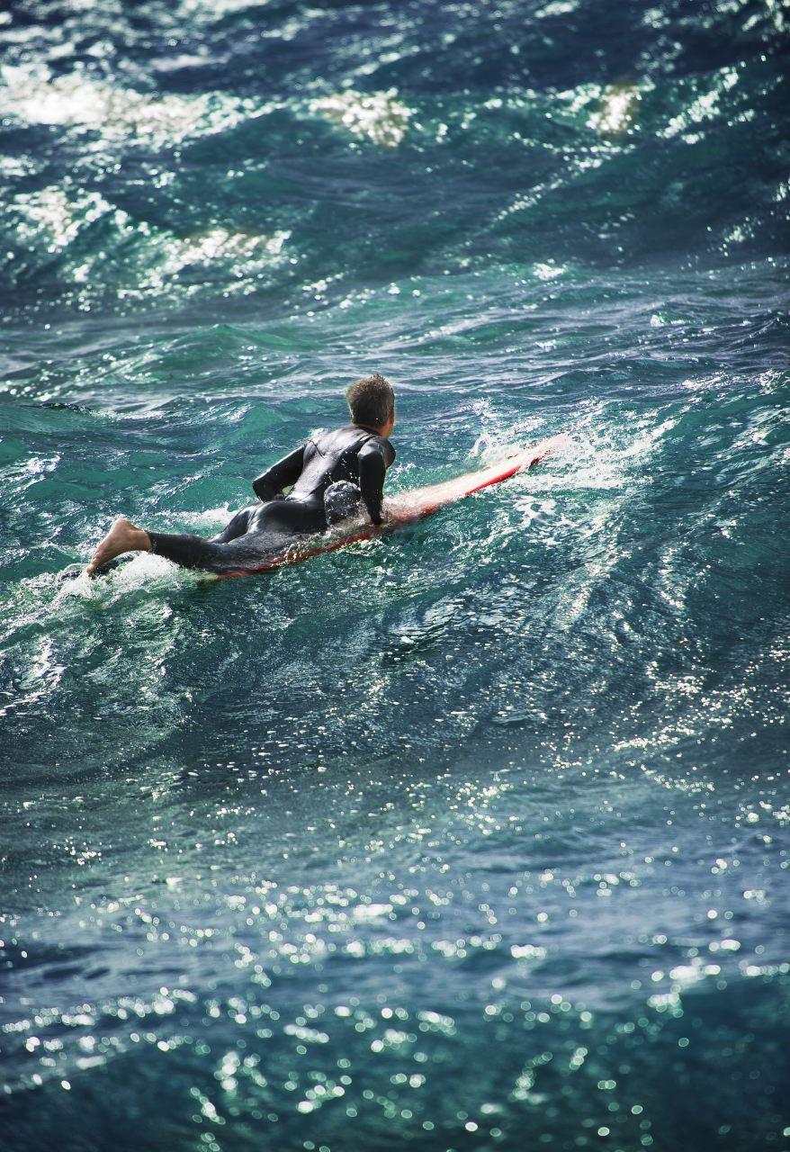 image d'un surfeur